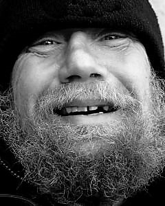 smiling-homeless_21165970