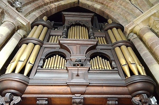 old_organ_in_the_church_200879